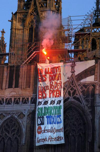 pancarta_toxics_catedral.jpg