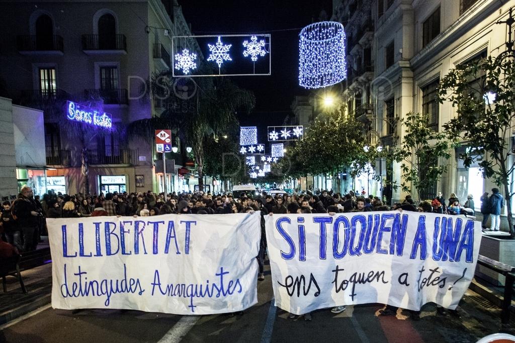 Manifestación en Brcelona en solidaridad con los anarquistas detenidos