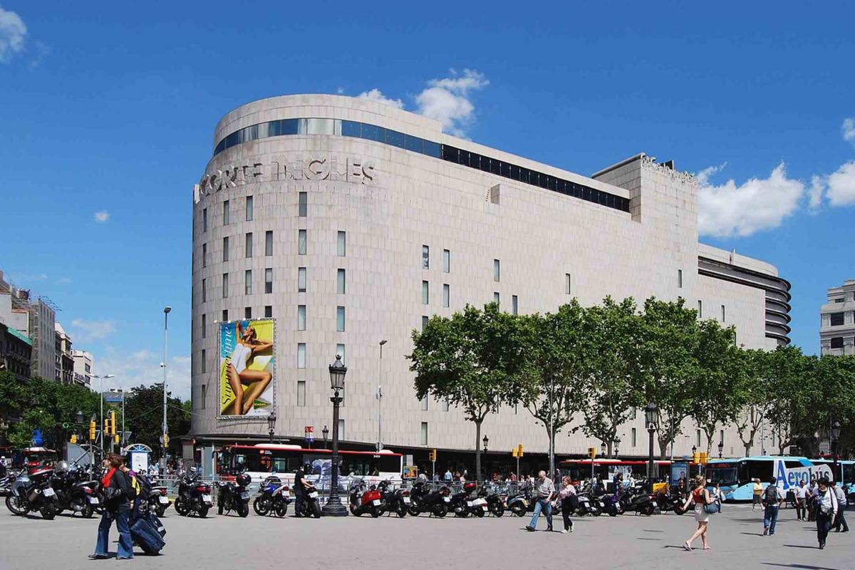 1280px-el_corte_ingles_barcelona_placa_de_catalunya_2013_1_4